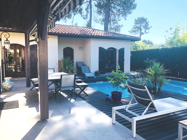 vaste maison avec piscine andernos les bains volets bleus. Black Bedroom Furniture Sets. Home Design Ideas