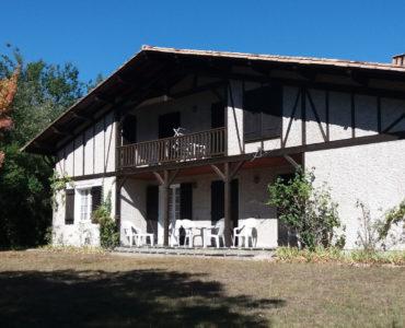Vaste maison landaise à Saint Aubin